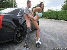 Sexo boa foda dessa vadia de patins metendo na rua