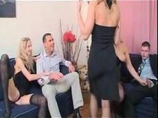 Splove safada ajudando casais a foder gostoso