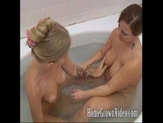 Vedeo porno com gostosas safadas fazendo sexo na banheira do motel