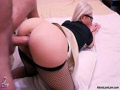 Angelina jolie pelada de quatro dando a bucetinha gulosa pro dotado