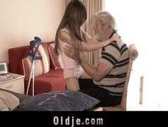 Homem velho transando com sobrinha novinha