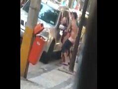 Ponografia amadora no meio da rua
