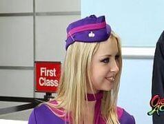 Porntub com uma aeromoça bem sem vergonha transando no banheiro do avião