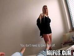 Video de sexo selvagem com uma loira cavalona da porra provando uma puta rola