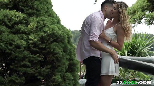 Video de sexo anal com essa linda novinha sapeca dando pro namorado