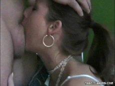Filme porno antigo  ninfeta linda fazendo um boquete violento