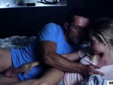 Sobrinha pervertida fazendo sexo com seu tio