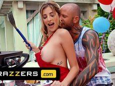 Brazzers loira gostosa comemorando o aniversario na pica